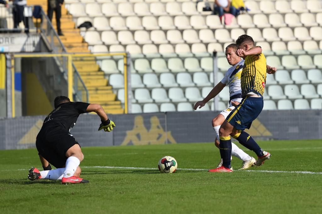 I gialli battono la Viterbese (2-0)